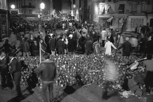 http://mai68.org/spip/IMG/jpg/barricade10mai68.jpg